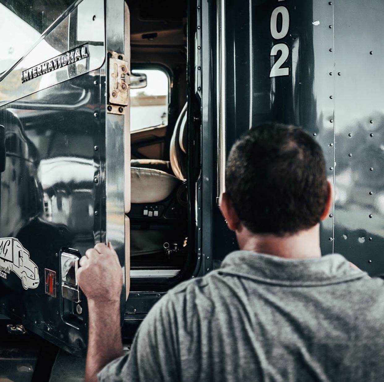 un día normal de un hombre camión
